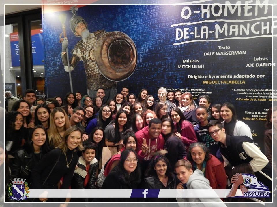 A Prefeitura de Viradouro levou alunos da EMEF Milton Marçal Silveira ao Teatro Alfa em São Paulo