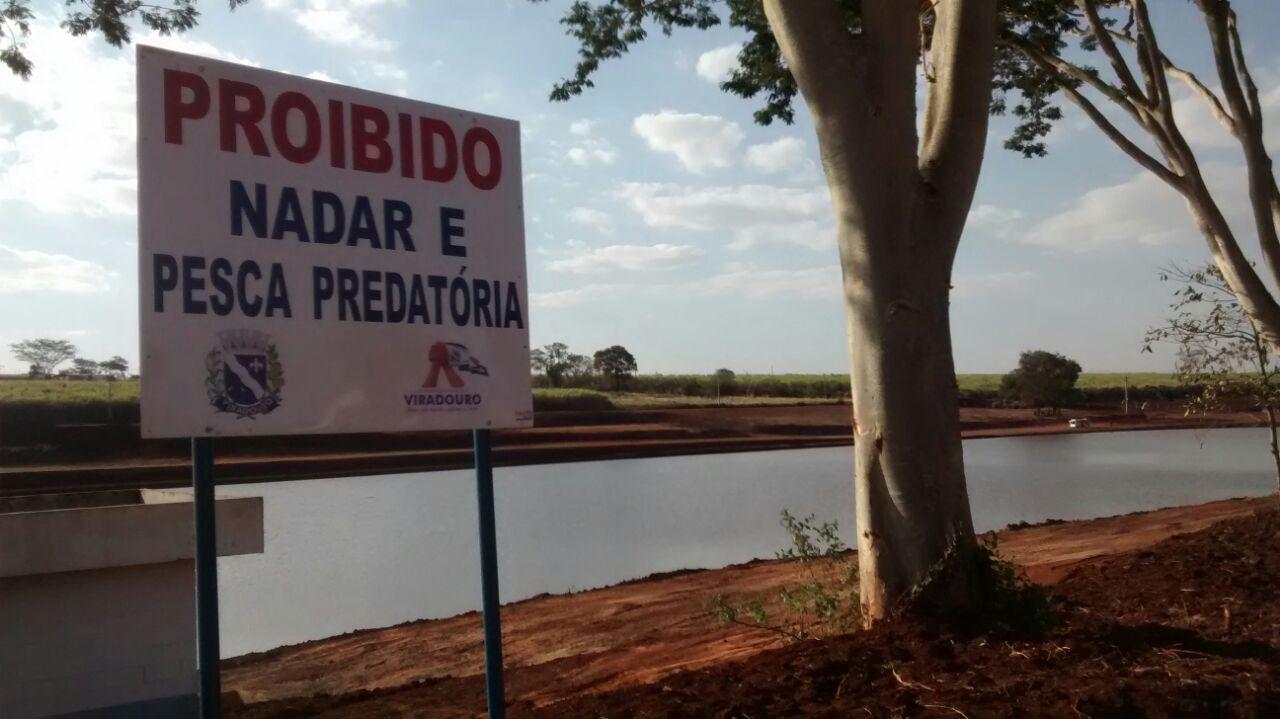 Proibido nadar e pesca predatória