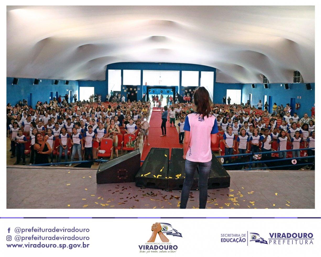 Formatura dos alunos do EMEF Marília R. P. Rosseto, EMEF Dr. Sandoval J. de Almeida e EMEF Sebastião F. Balieiro
