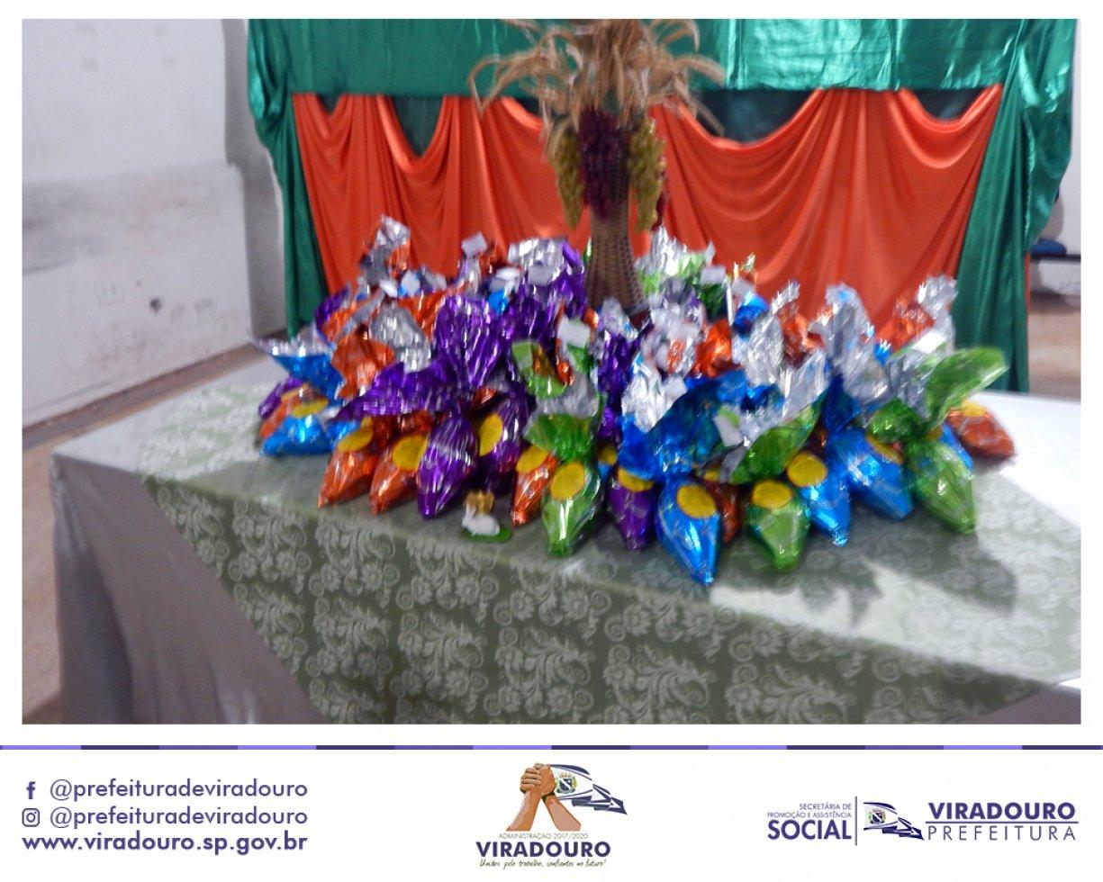 Ação Social Entre a Prefeitura e a Secretaria de Ass. Social Distribuiu Ovos de Chocolate Para Grupos Assistidos Em Programas Sociais do Município