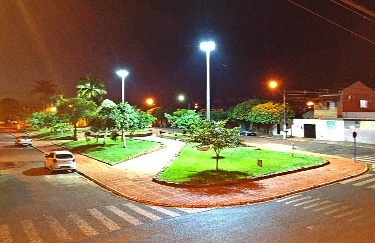 Prefeitura Instalou Nova Iluminação de LED na Praça Cônego Emílio Humenhuck